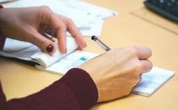 Comment fonctionne le chèque emploi service universel en micro-entreprise ?